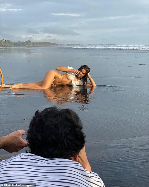 Mỹ nhân gợi cảm nhất hành tinh 'đốt mắt' fan với bikini bé xíu - ảnh 7