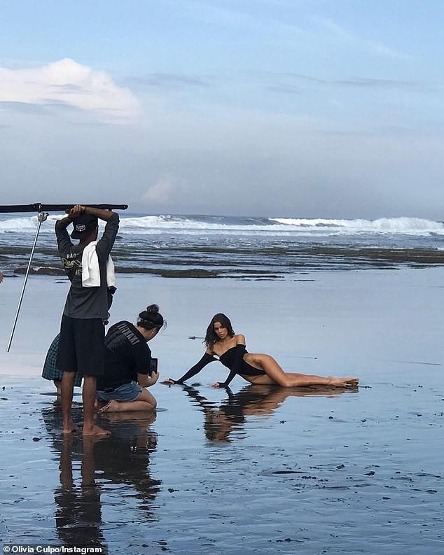 Mỹ nhân gợi cảm nhất hành tinh 'đốt mắt' fan với bikini bé xíu - ảnh 9