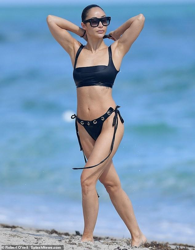 Sao truyền hình Mỹ phô dáng nuột nà gợi cảm với bikini - ảnh 2