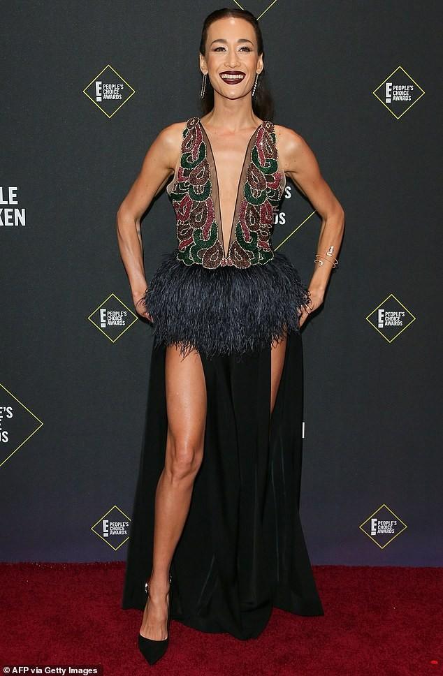 Sao nữ gốc Việt Maggie Q diện váy xẻ ngực đến eo - ảnh 3