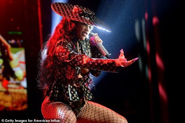 Rapper Saweetie chuộng mốt hở bạo, luôn khiến người nhìn phải đỏ mặt - ảnh 5