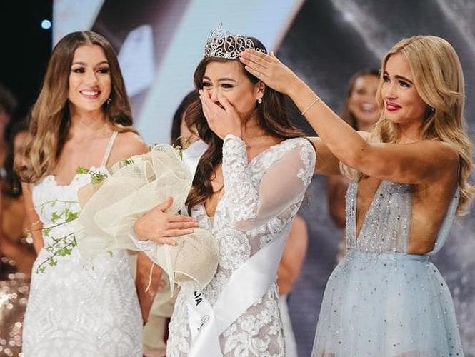 Hoa hậu hoàn vũ Australia 2018 tung bộ ảnh nội y quyến rũ ngất ngây - ảnh 2