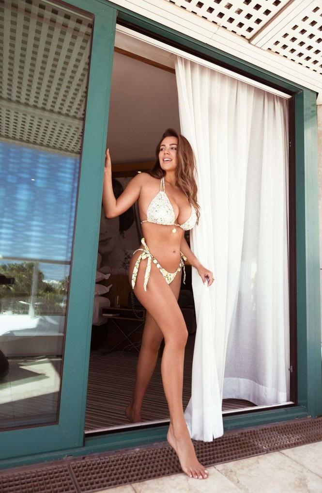 Vóc dáng tròn đầy nóng bỏng của người mẫu ngoại cỡ Nadine Mirada - ảnh 1