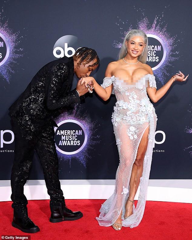 Cặp đôi hành động gợi dục phản cảm ở American Music Awards 2019  - ảnh 7