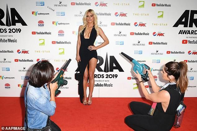 Khó rời mắt khỏi siêu mẫu nóng bỏng hàng đầu nước Úc Sophie Monk - ảnh 7