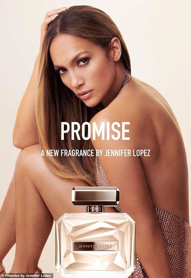 Jennifer Lopez đẹp nuột nà mê đắm, trẻ trung ngỡ ngàng ở tuổi 50 - ảnh 1