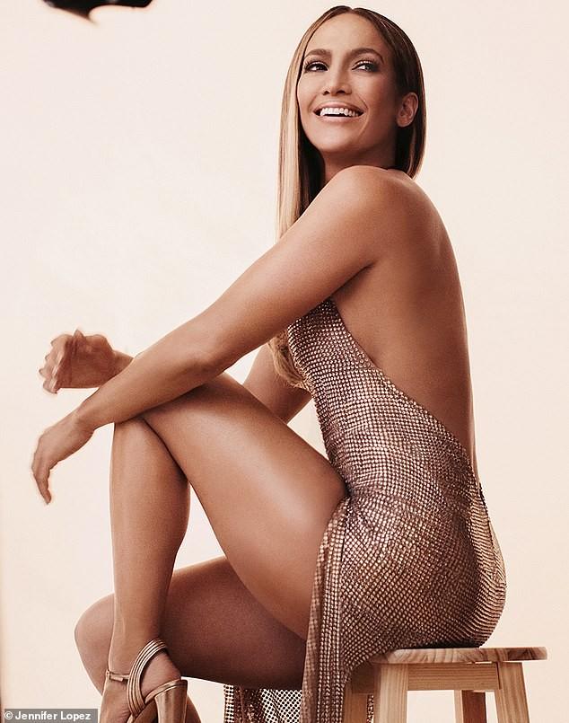Jennifer Lopez đẹp nuột nà mê đắm, trẻ trung ngỡ ngàng ở tuổi 50 - ảnh 4