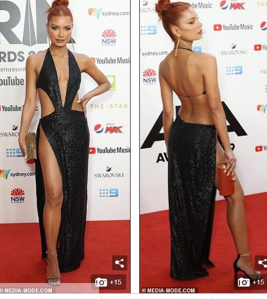 Nữ DJ nóng bỏng mặc như không với váy cắt xẻ tứ bề - ảnh 3
