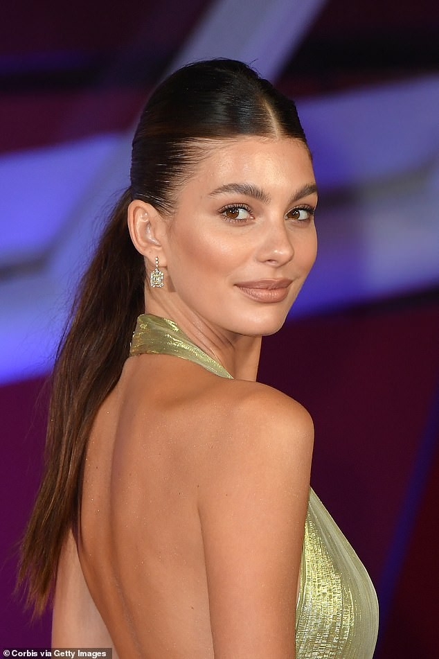 Bạn gái kém 23 tuổi của Leonardo DiCaprio quyến rũ với mốt không nội y - ảnh 6