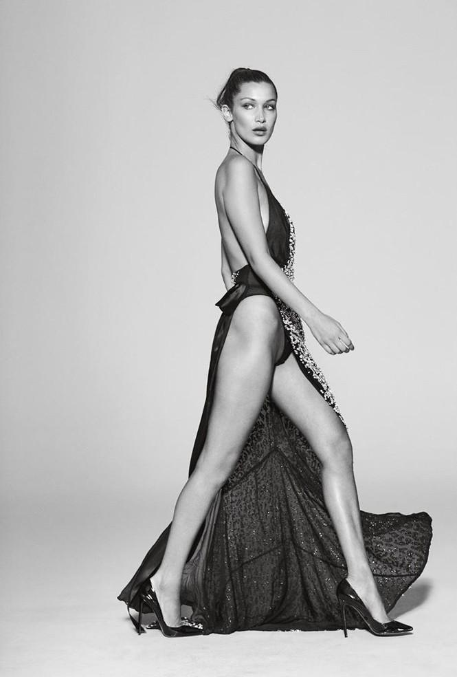 Bella Hadid phô thể hình đẹp 'từng cm' với váy cắt xẻ 'tứ bề' - ảnh 2