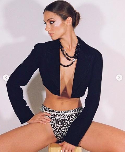 Carmella Rose quyến rũ 'thôi miên' người nhìn với ảnh ngực trần nóng bỏng - ảnh 2