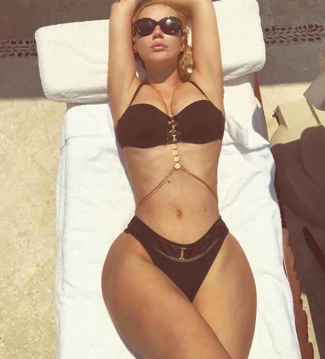 'Nữ rapper sexy nhất thế giới' tung ảnh khoe body đồng hồ cát 'bỏng mắt' - ảnh 6