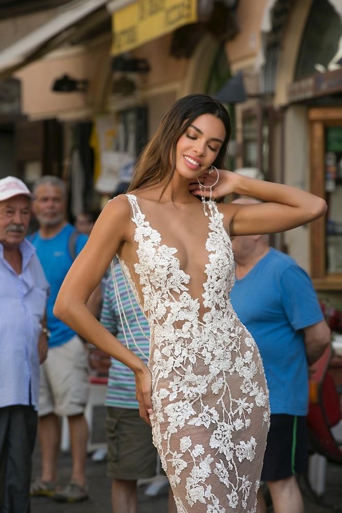 Bà xã hậu vệ Dani Alves khoe dáng siêu mẫu nuột nà với chiều cao 1m80 - ảnh 17