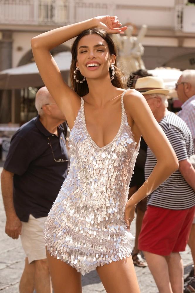 Bà xã hậu vệ Dani Alves khoe dáng siêu mẫu nuột nà với chiều cao 1m80 - ảnh 10