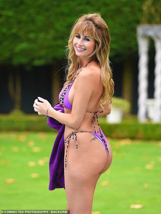 Sao truyền hình Anh quốc nảy nở cực gợi cảm với bikini tím bé xíu - ảnh 7