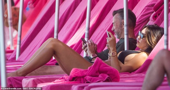 Duncan Bannatyne đi nghỉ bên vợ trẻ nóng bỏng kém 31 tuổi - ảnh 4