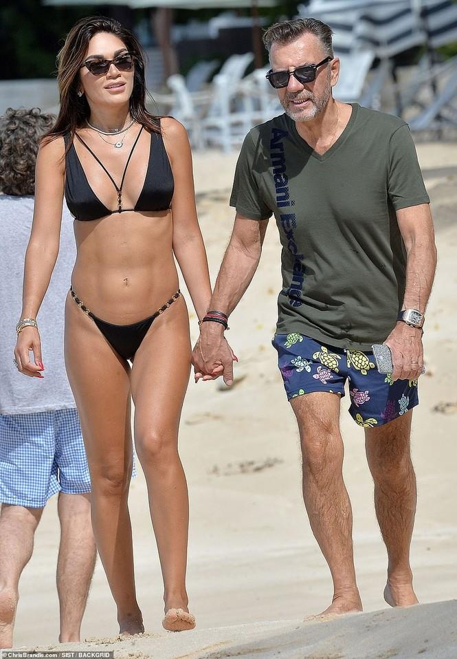 Duncan Bannatyne đi nghỉ bên vợ trẻ nóng bỏng kém 31 tuổi - ảnh 7