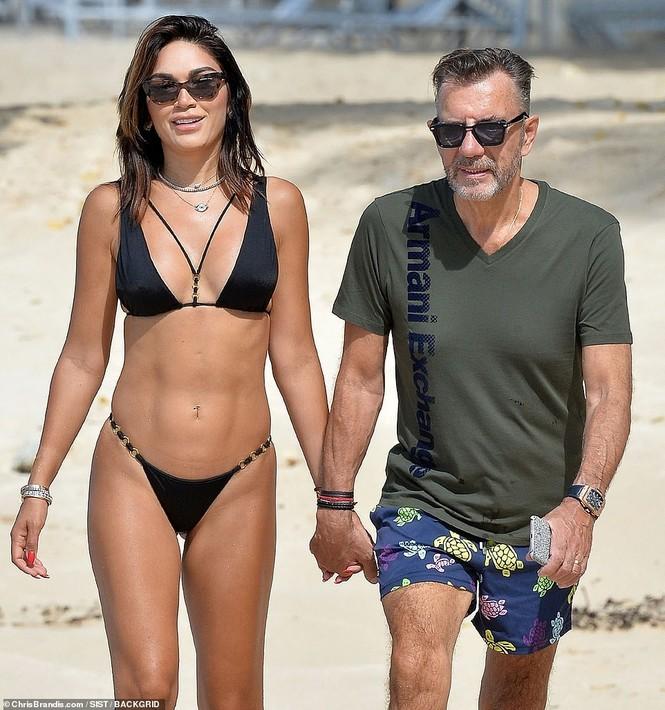 Duncan Bannatyne đi nghỉ bên vợ trẻ nóng bỏng kém 31 tuổi - ảnh 9