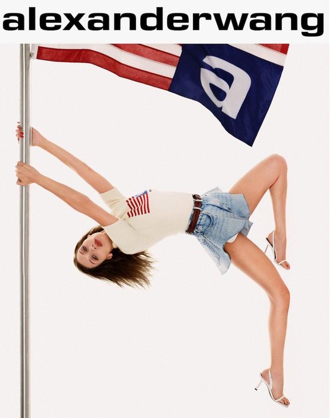 Bella Hadid khoe vóc dáng tuyệt mỹ, chân thon dài bất tận - ảnh 2