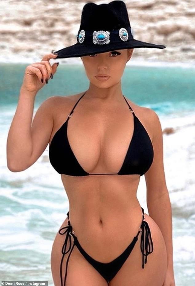 'Nữ hoàng nội y' Anh quốc khoe 3 vòng 'bỏng rẫy' với bikini - ảnh 1
