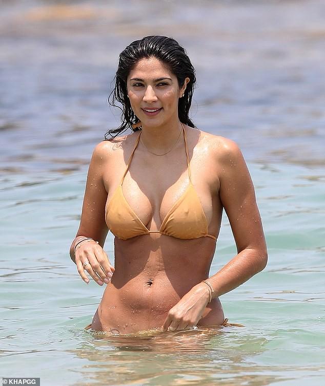 Siêu mẫu Pia Miller mặc bikini bé xíu, đẹp nổi bật ở bãi biển - ảnh 8