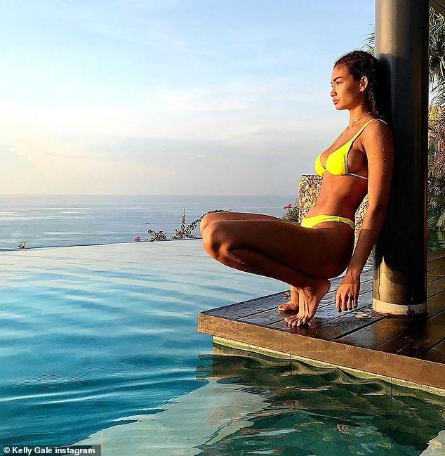 Chân dài đình đám làng mốt Kelly Gale khoe cơ bụng 6 múi ở đảo Bali - ảnh 4
