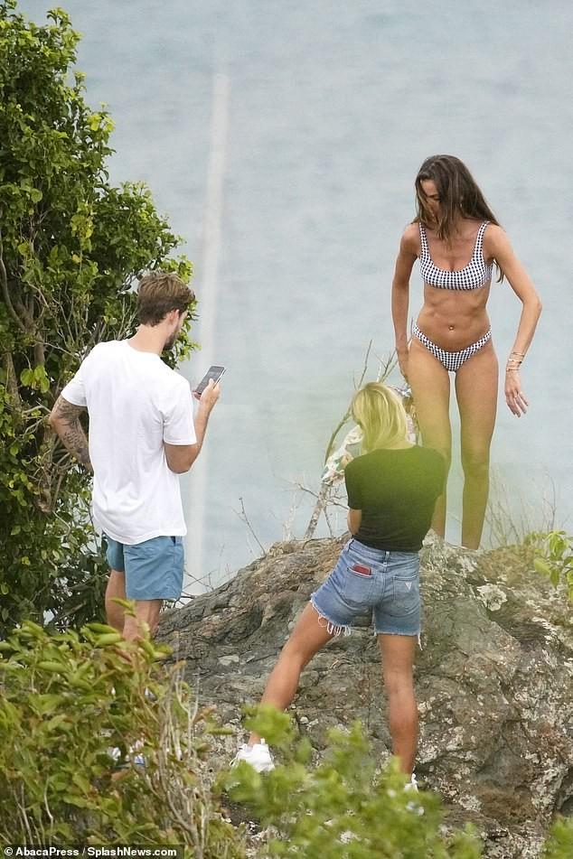 Izabel Goulart mặc bikini chụp ảnh cùng bạn trai gây 'sốt' - ảnh 8