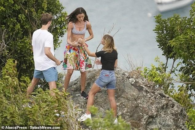 Izabel Goulart mặc bikini chụp ảnh cùng bạn trai gây 'sốt' - ảnh 7
