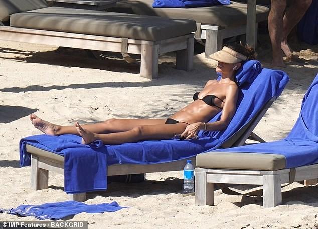 Izabel Goulart mặc bikini chụp ảnh cùng bạn trai gây 'sốt' - ảnh 4