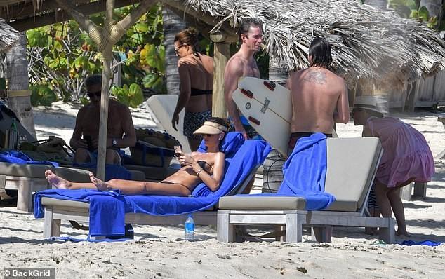 Izabel Goulart mặc bikini chụp ảnh cùng bạn trai gây 'sốt' - ảnh 5