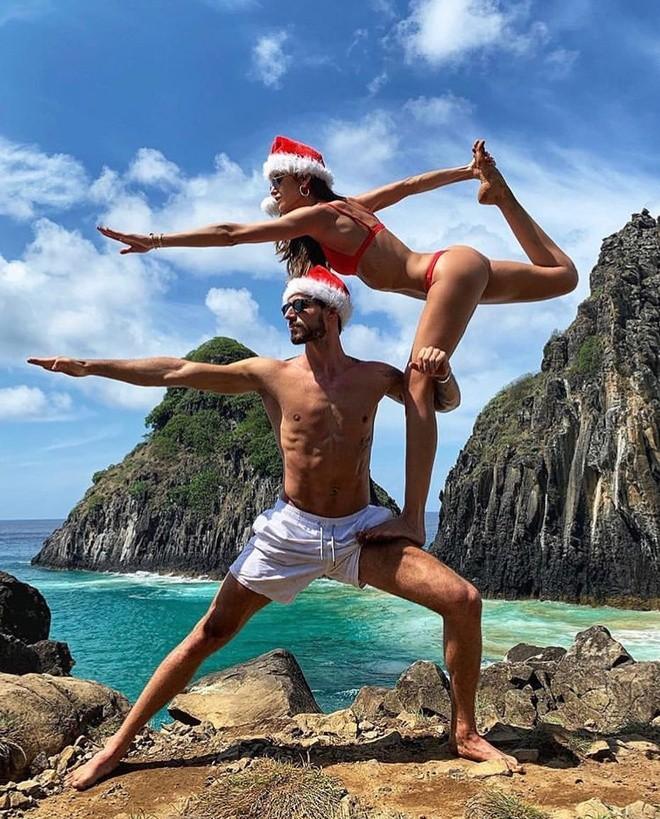 Izabel Goulart mặc bikini chụp ảnh cùng bạn trai gây 'sốt' - ảnh 1