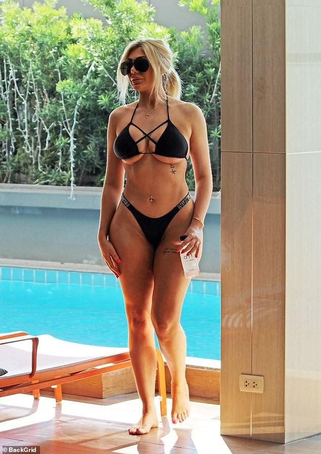 Sao 9x chuộng mốt hở bạo mặc bikini bé xíu, phô thân hình tròn đầy 'bốc lửa' - ảnh 1