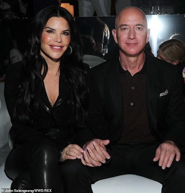 Tỷ phú Amazon tay trong tay không rời bạn gái 50 tuổi ở show Tom Ford  - ảnh 5