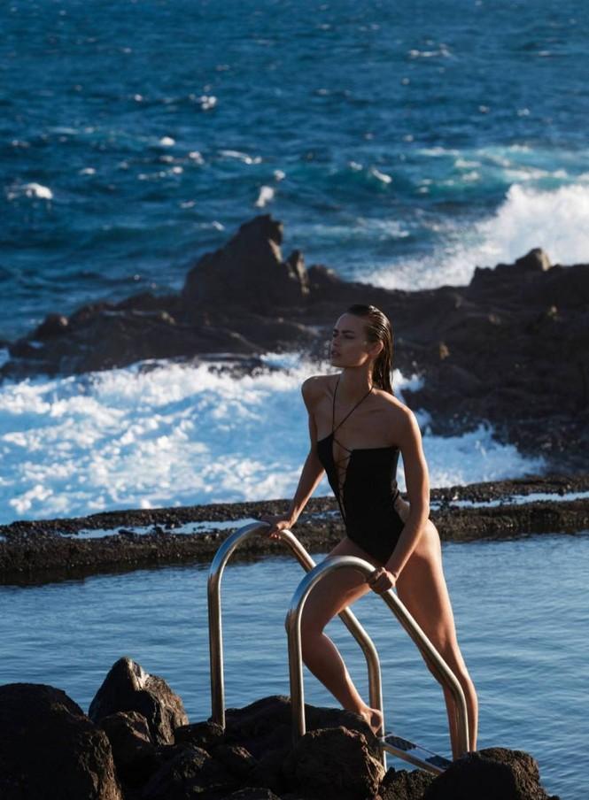 Nàng mẫu Birgit Kos 'gây mê' ánh nhìn với áo tắm - ảnh 9