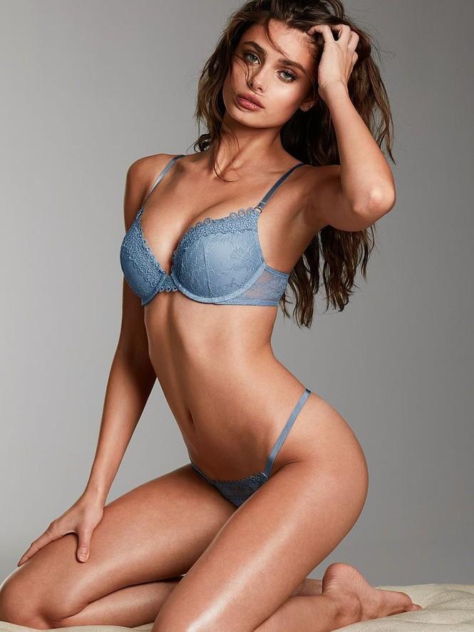 Taylor Hill tung ảnh bikini nhỏ xíu, khoe trọn vòng 3 nóng bỏng - ảnh 10