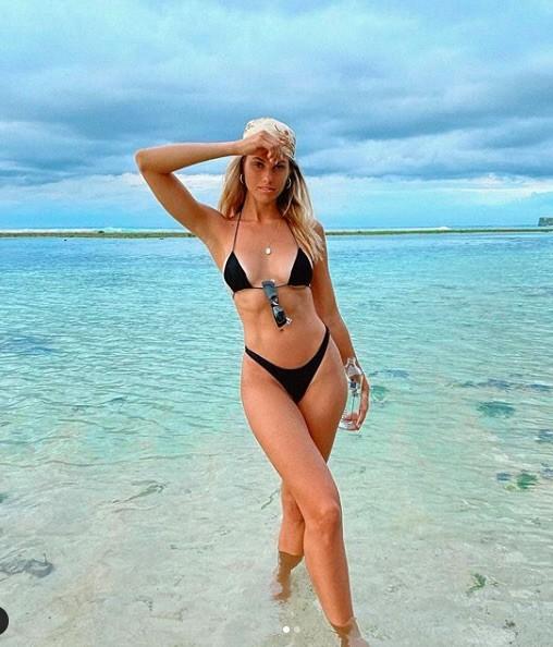 Siêu mẫu đình đám nước Úc tung loạt ảnh ngực trần khiến fan phát 'sốt' - ảnh 7