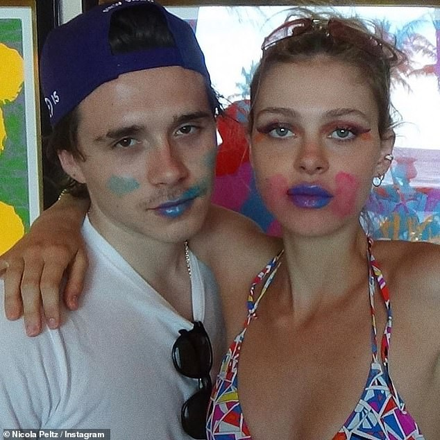 Victoria Beckham nhảy tưng bừng với bạn gái con trai Brooklyn Beckham - ảnh 7