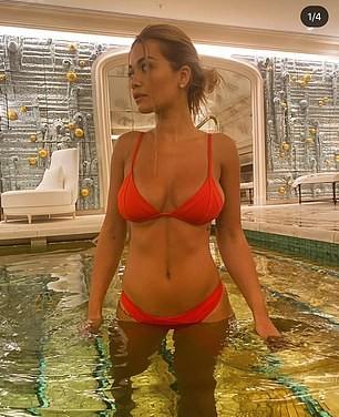Rita Ora tung clip mặc bikini bé xíu ở bể bơi gây 'sốt' - ảnh 3