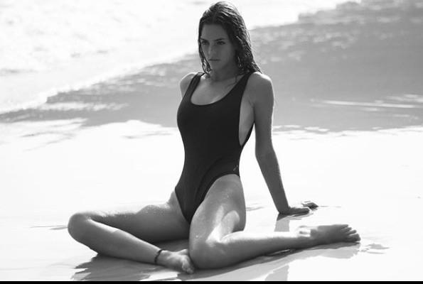 Emily Feld mặt thiên thần, thân hình 'bỏng rẫy' gây chao đảo ở tuổi 17 - ảnh 6