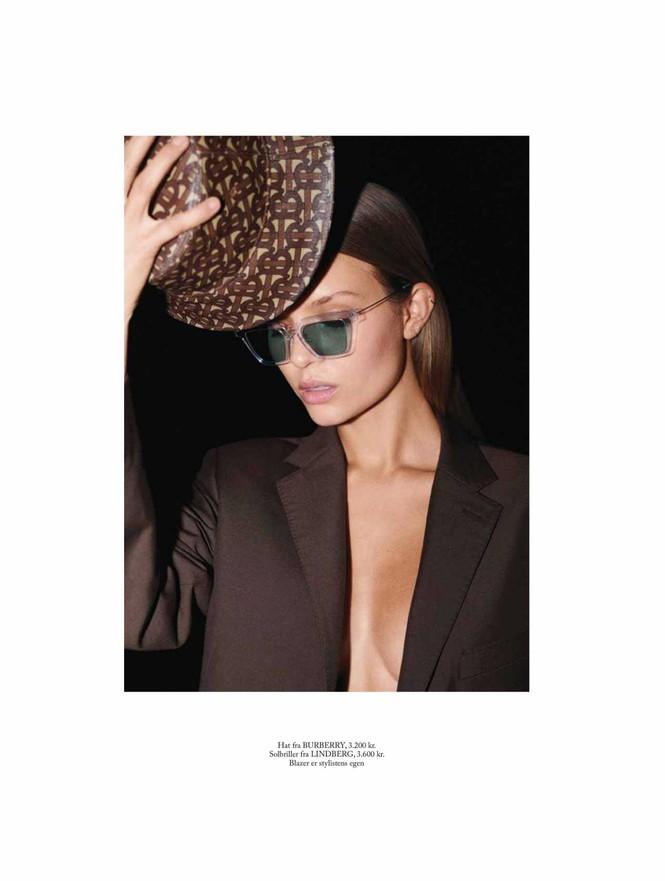 'Thiên thần nội y' Josephine Skriver chụp ngực trần trên tạp chí - ảnh 4