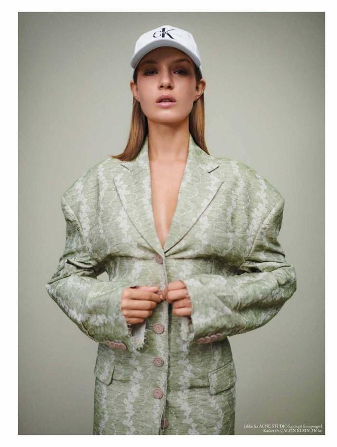 'Thiên thần nội y' Josephine Skriver chụp ngực trần trên tạp chí - ảnh 5