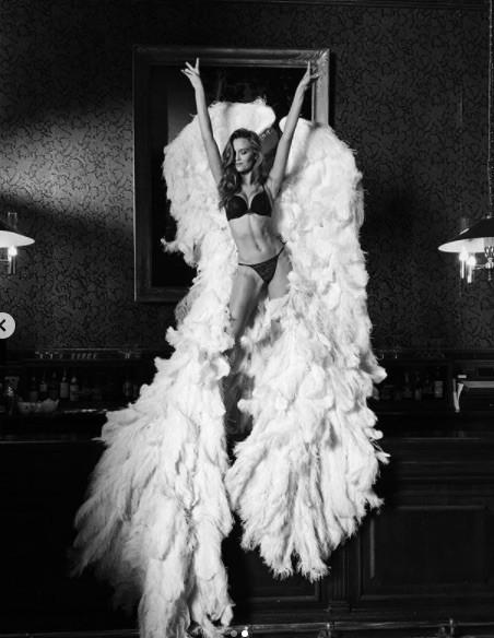 'Thiên thần nội y' Josephine Skriver chụp ngực trần trên tạp chí - ảnh 10