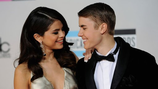 Selena Gomez 'thả rông' ra phố bất chấp dịch COVID-19 - ảnh 6