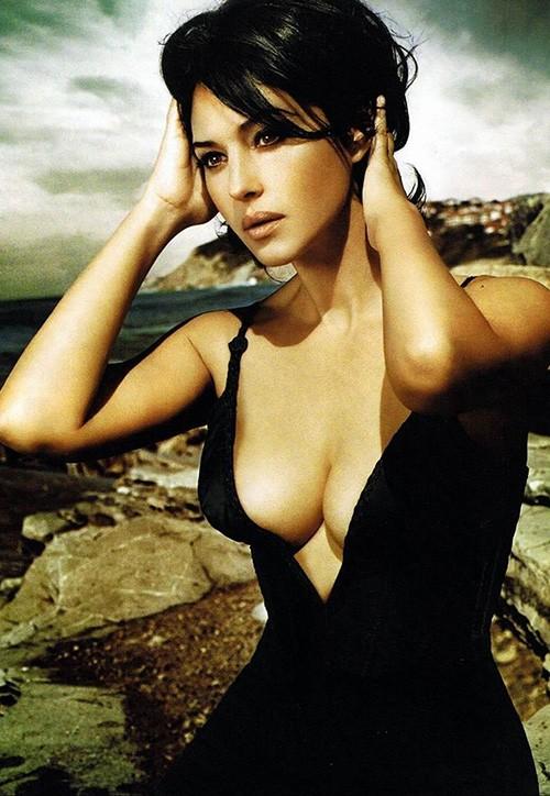 'Tượng đài nhan sắc' Monica Bellucci đẹp không tưởng ở tuổi 56 - ảnh 7