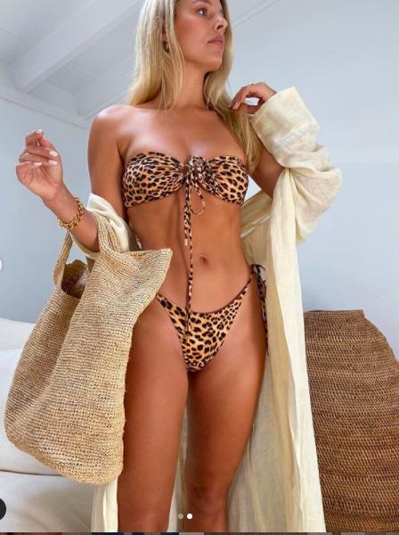 Mẫu nội y Natasha Oakley biến hoá áo tắm với nhiều cách mặc vô cùng sexy  - ảnh 2