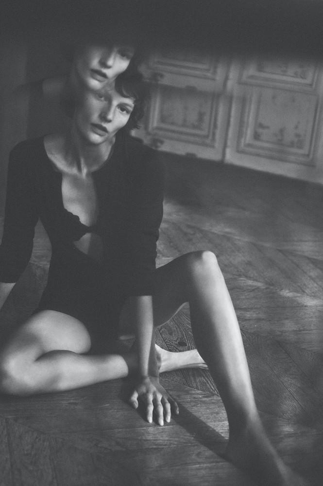 Mỹ nhân Edita Vilkeviciute quảng cáo đồ lót cực gợi cảm - ảnh 11