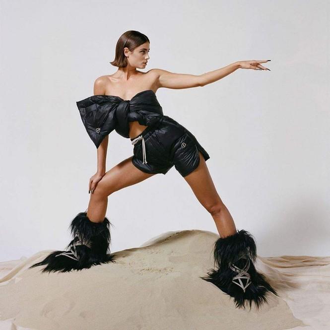 'Thiên thần nội y' Taylor Hill thần thái đẳng cấp siêu mẫu quốc tế, sexy đầy quyền lực  - ảnh 4