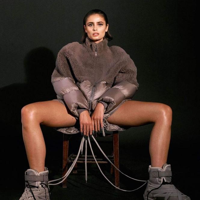 'Thiên thần nội y' Taylor Hill thần thái đẳng cấp siêu mẫu quốc tế, sexy đầy quyền lực  - ảnh 6