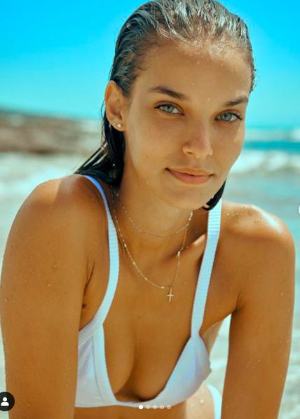 Cô gái Tây Ban Nha 'thả rông' nóng bỏng trên tạp chí danh tiếng - ảnh 14