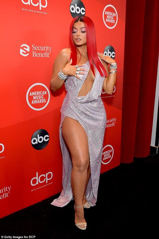 Bebe Rexha mặc hở hang trên thảm đỏ AMA - ảnh 4